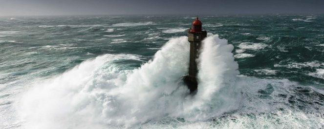 На Дальнем Востоке бушует циклон